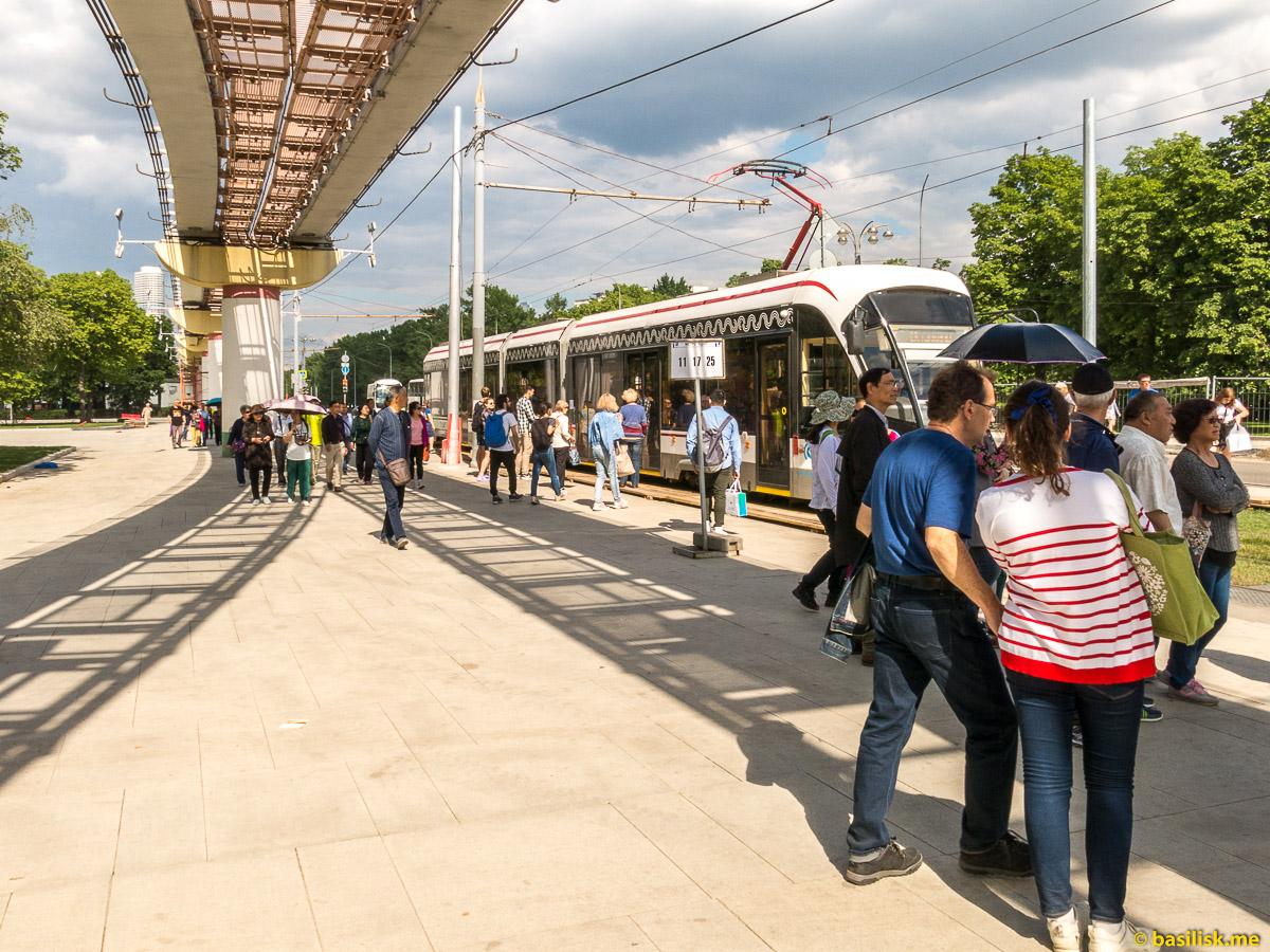 Трамвай и монорельс. Проспект Мира. ВДНХ. Москва. Май 2018