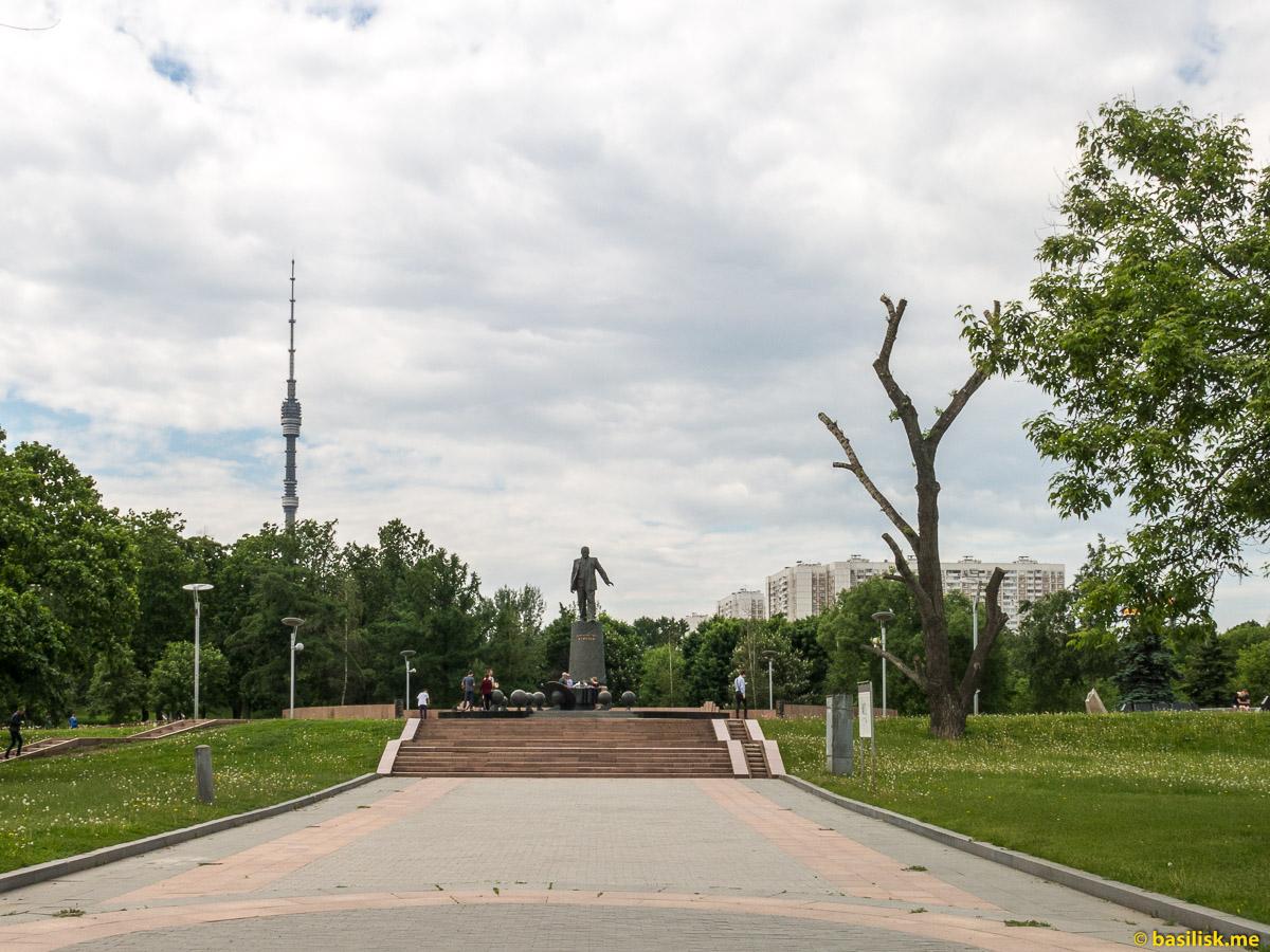 Памятник Сергею Королёву. Парк и аллея Космонавтов. Москва. Май 2018