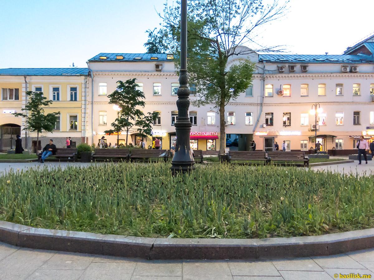 Около станции метро Новокузнецкая. Москва. Май 2018