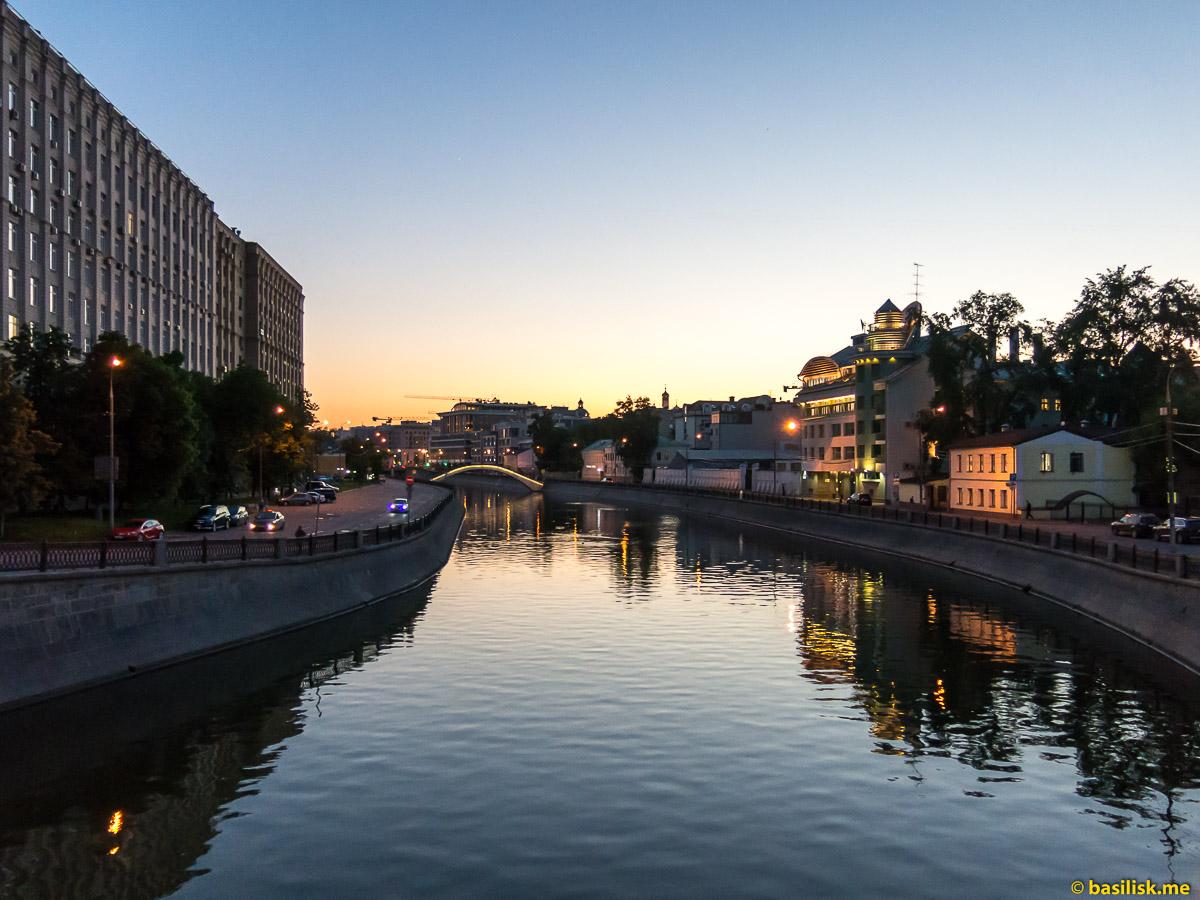 Водоотводный канал. Река Москва. Москва. Май 2018