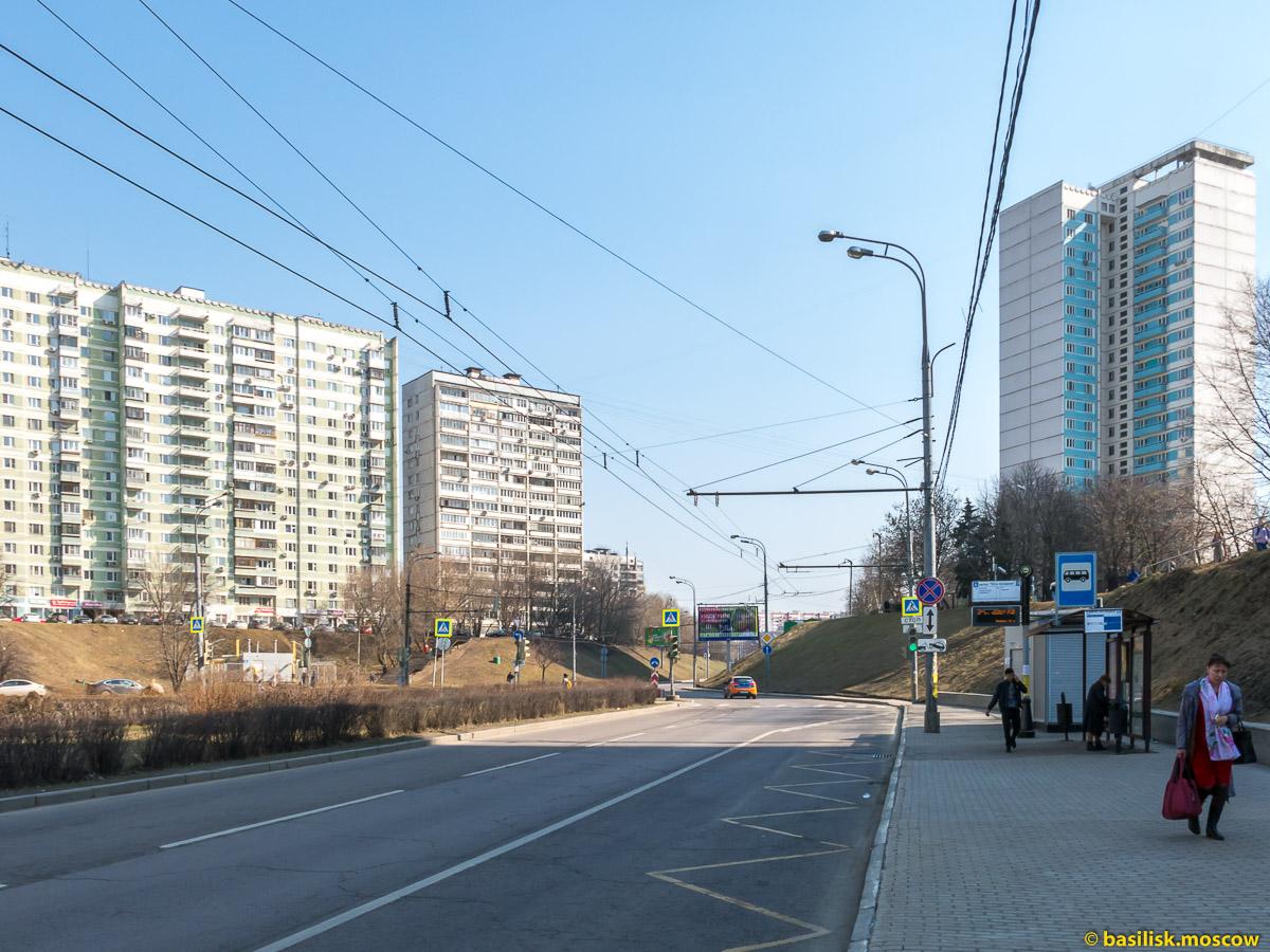 Улица 26 бакинских комиссаров. От проспекта Вернадского до Ленинского. Москва. Апрель 2018