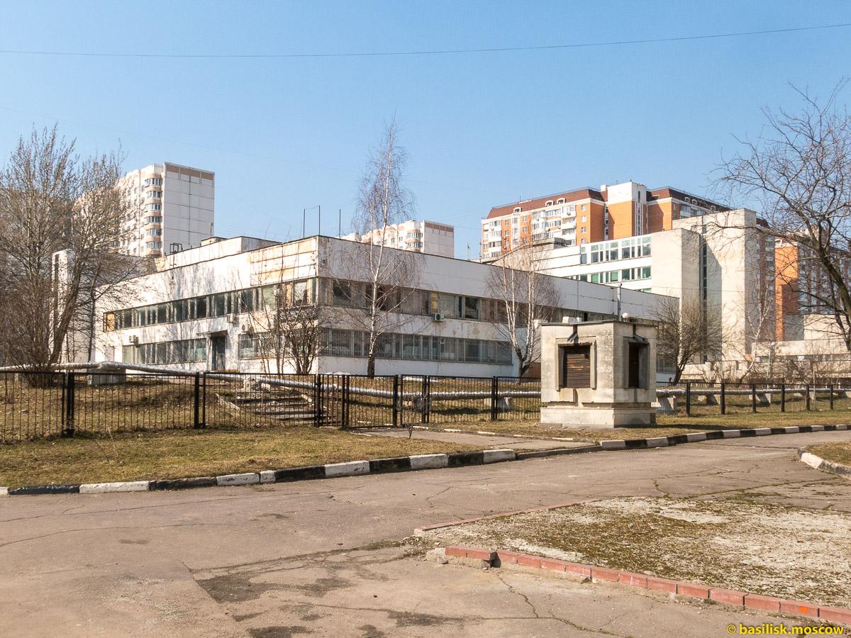 Комплекс зданий Московского института тонкой химической технологии МИТХТ на Юго-Западной. Москва. Апрель 2018
