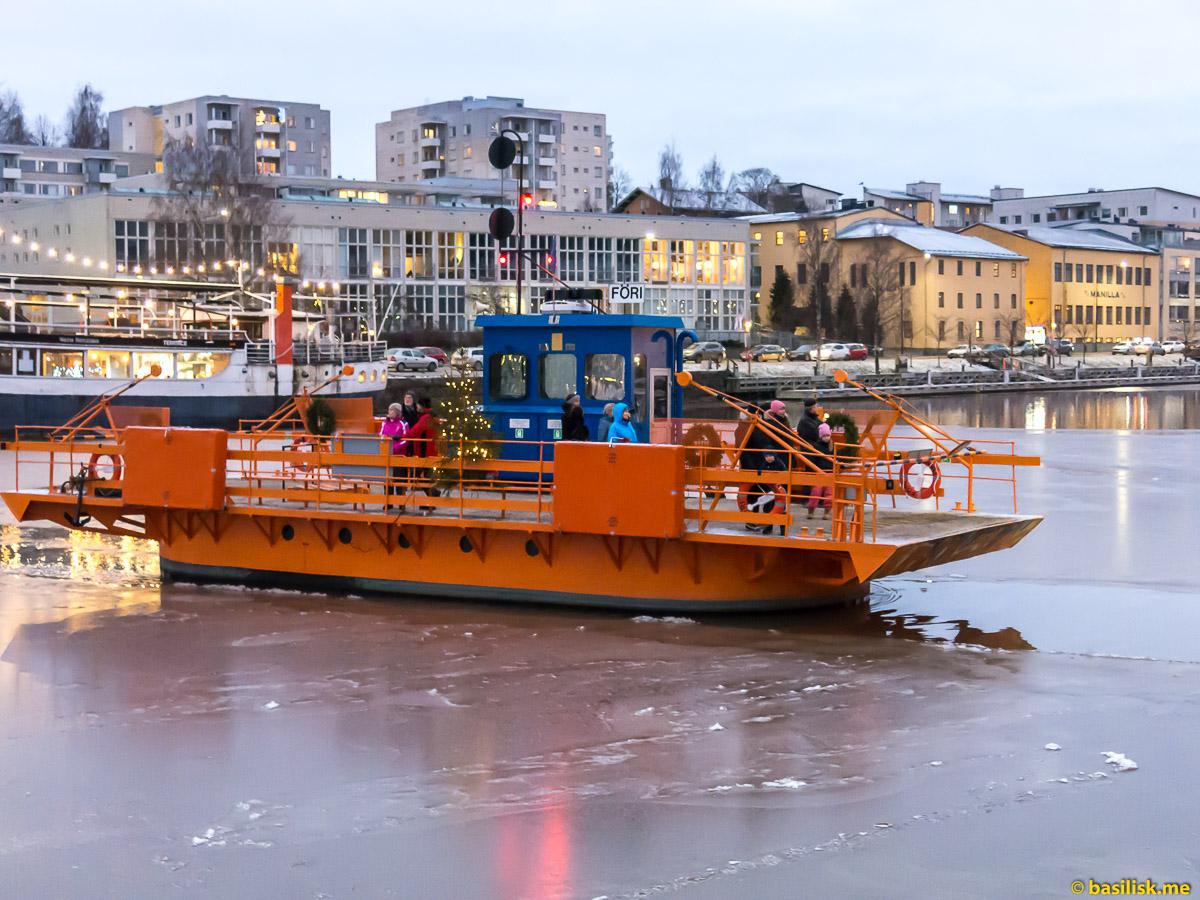 Речной паром Föri ferry Turku. Турку. Финляндия. Turku. Finland. Январь 2018