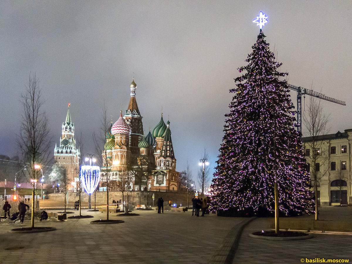 Васильевский спуск. Новогодняя Москва. Декабрь 2017