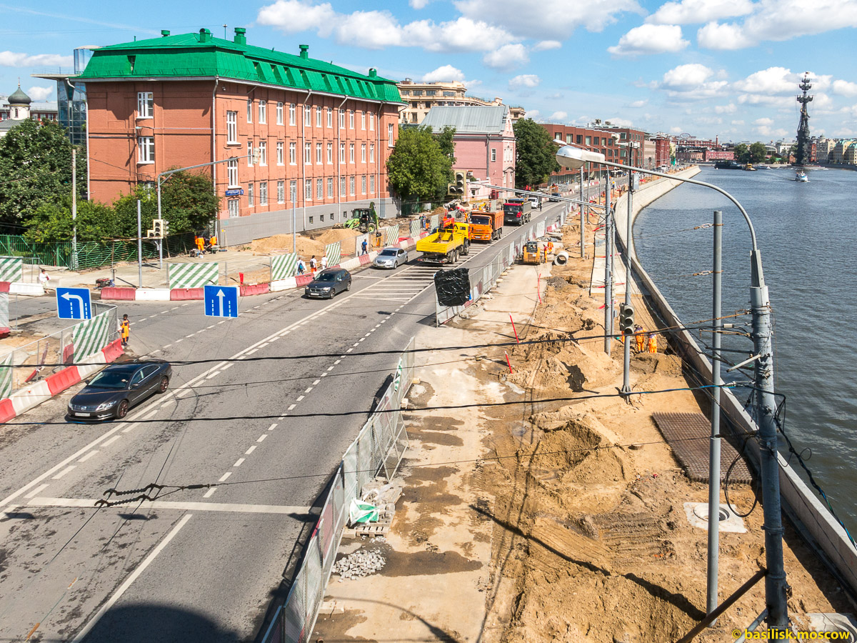 Крымский мост. Пречистенская набережная. Август 2017