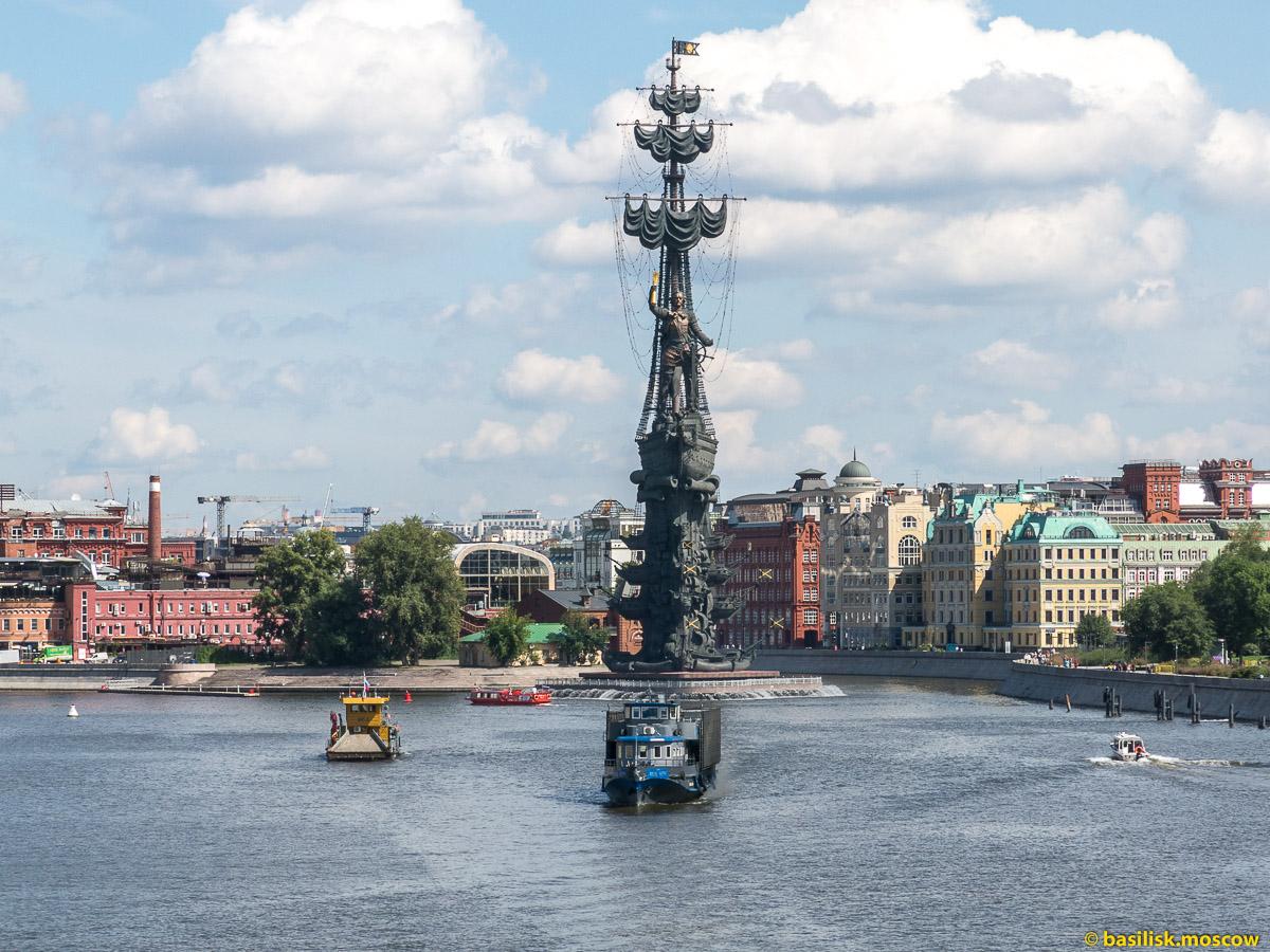 Памятник Петру I. Берсеневская набережная. Август 2017