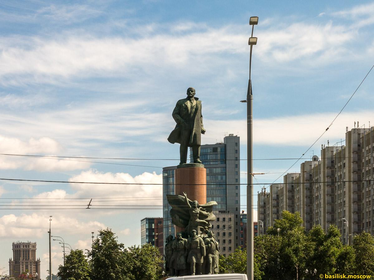 Ленин. Октябрьская площадь. Август 2017