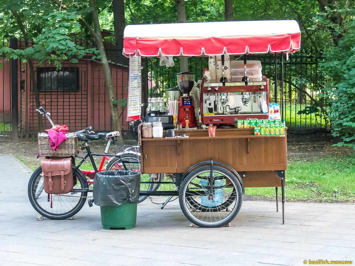 Кофейня на колёсах. Парк Останкино. Москва. Август 2017
