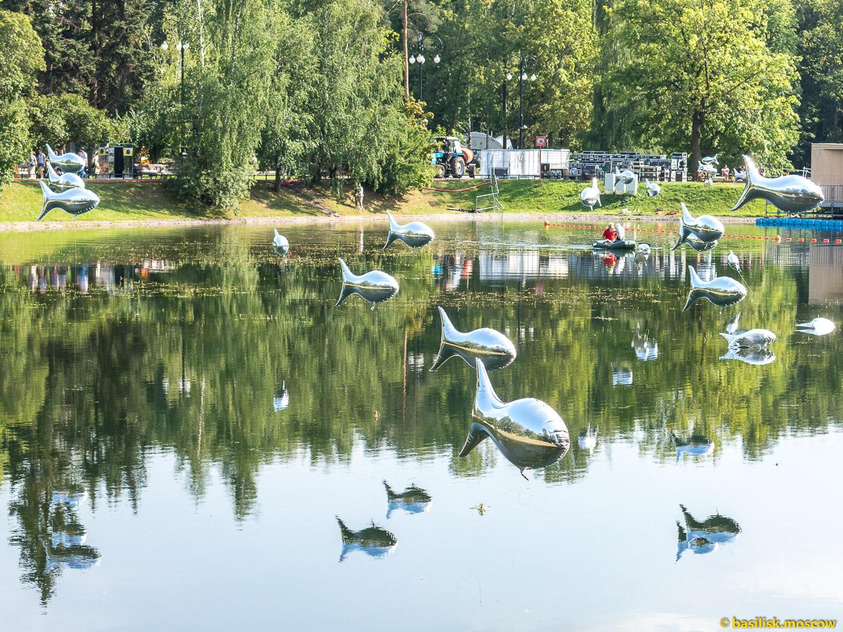 Надувные рыбки. Парк Останкино. Москва. Август 2017