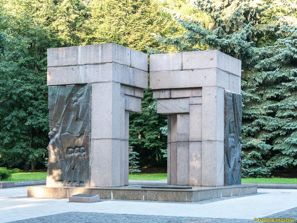 Памятник Народному ополчению. Парк Останкино. Москва. Август 2017