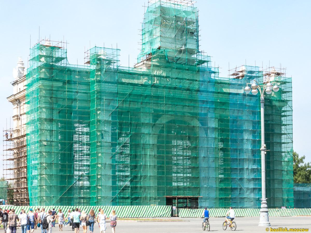 Центральный вход на ремонте. Прогулка по ВДНХ. Москва. Август 2017