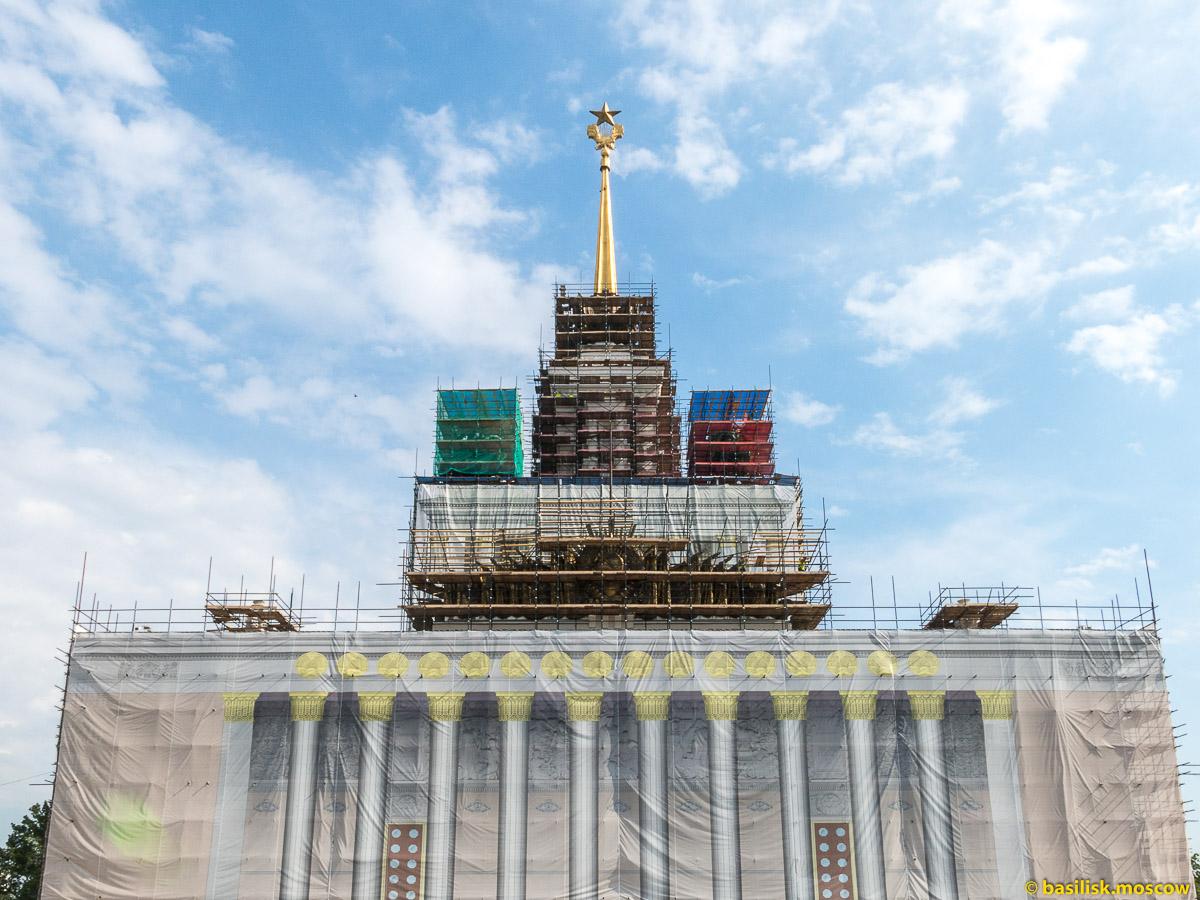 Центральный павильон на ремонте. Прогулка по ВДНХ. Москва. Август 2017