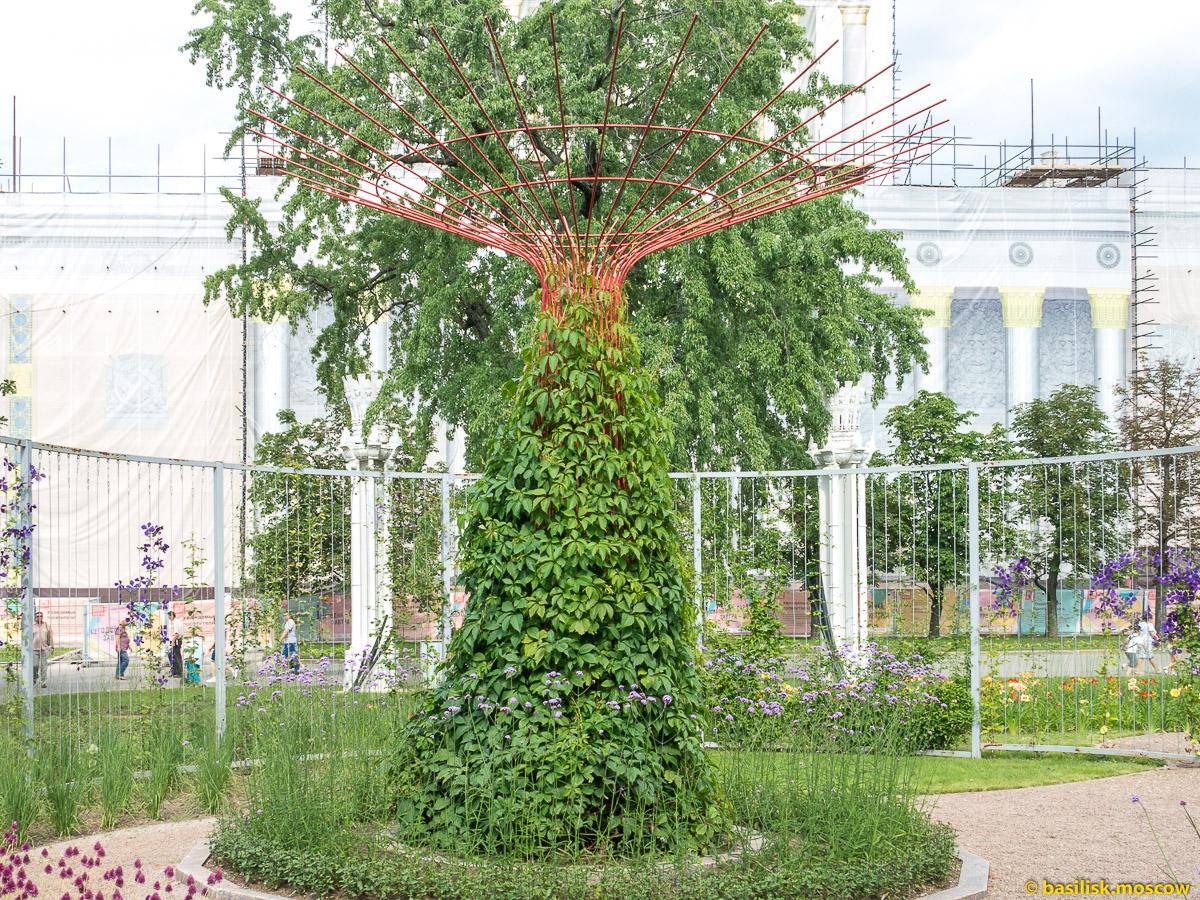 Железные деревья. Прогулка по ВДНХ. Москва. Август 2017