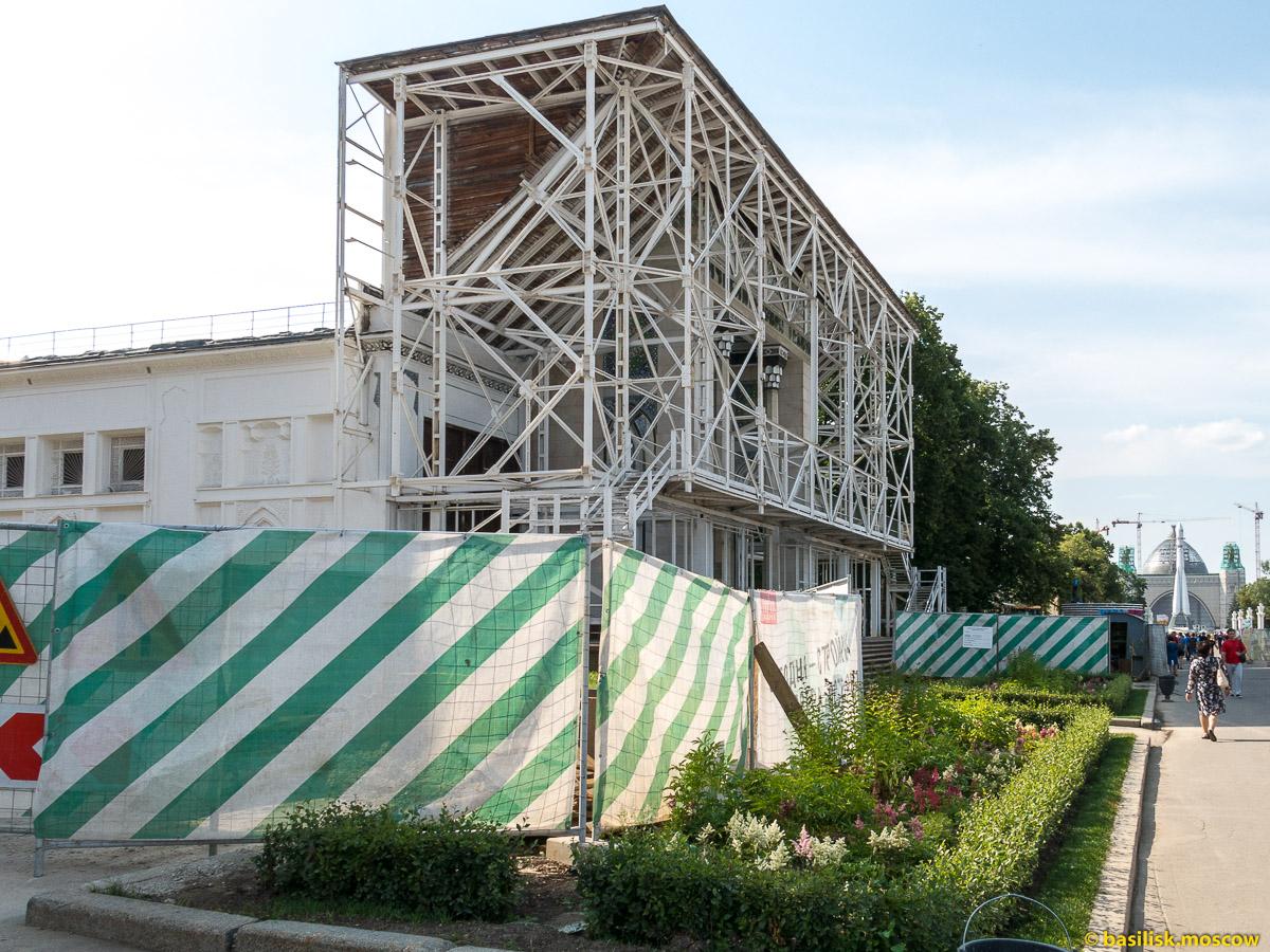 Реконструкция павильона Вычислительная техника. Прогулка по ВДНХ. Москва. Август 2017