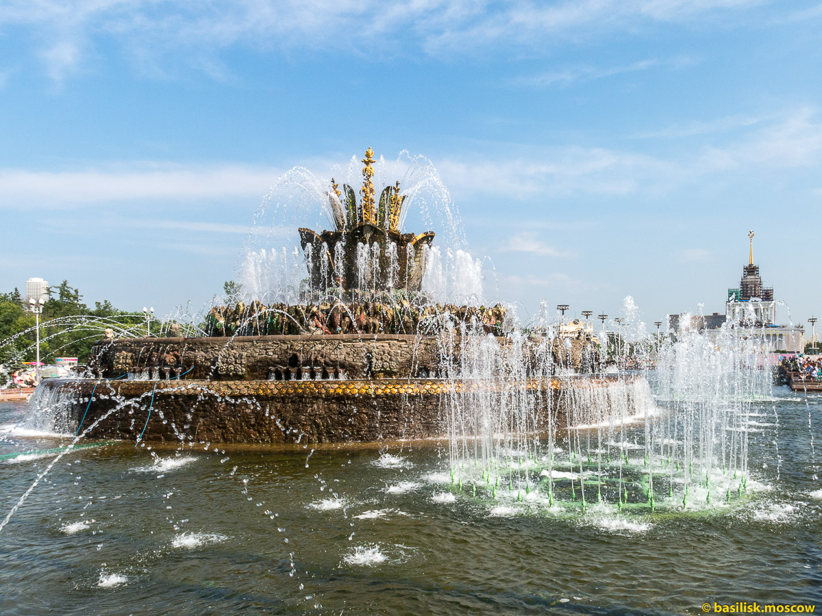 Фонтан Каменный цветок. Прогулка по ВДНХ. Москва. Август 2017