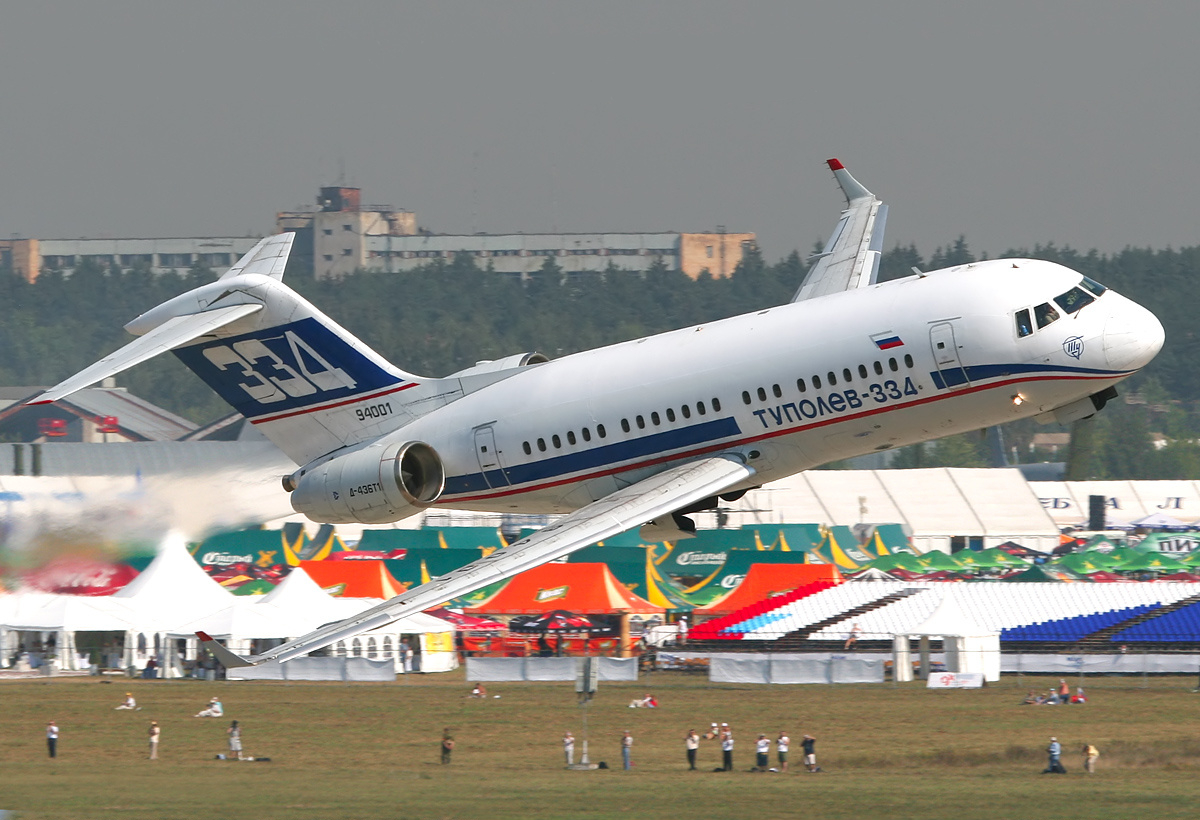 Tupolev_Tu-334_at_MAKS-2007_airshow.jpg