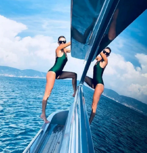 Ольга Слуцкер похвалилась фигурой в 53 в бикини на яхте