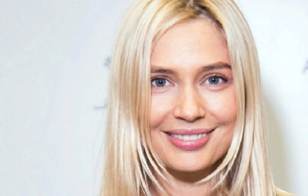 Рудова Наталья эффектно показала свою стройную фигуру под душем