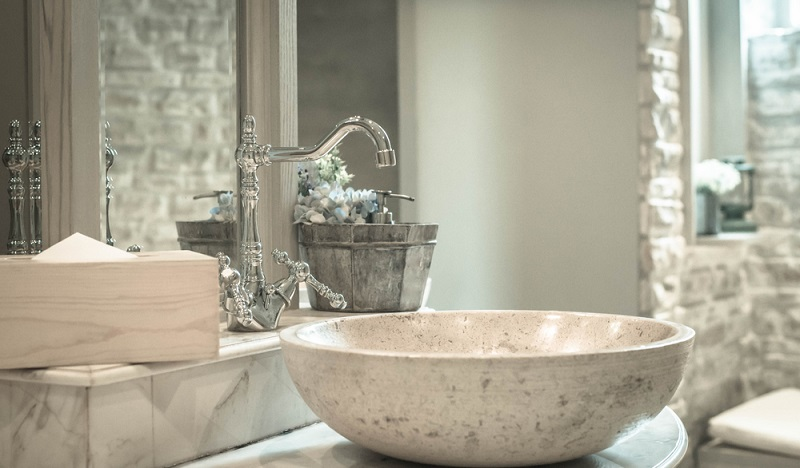 Fittings and washbasins shine with cleanliness. No trace of mould to be discovered. (#3)