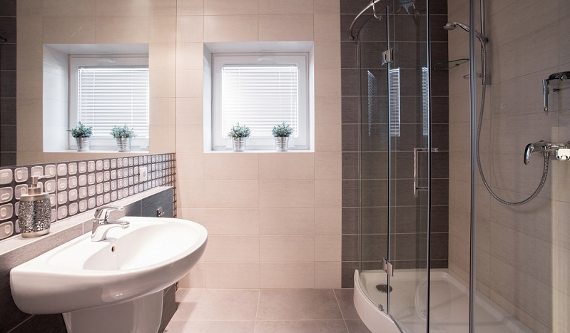 With a little skill and careful planning, a fine oases of relaxation can be created in a small bathroom. (#04)