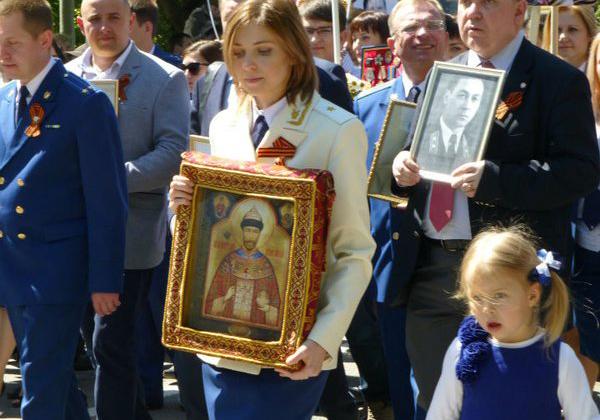 Поклонская И Николай на Бессмертном полку.jpg
