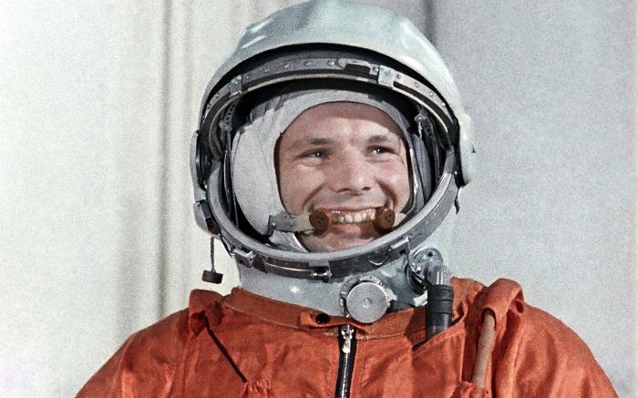 Первый в мире космонавт советский человек Юрий Гагарин.jpeg