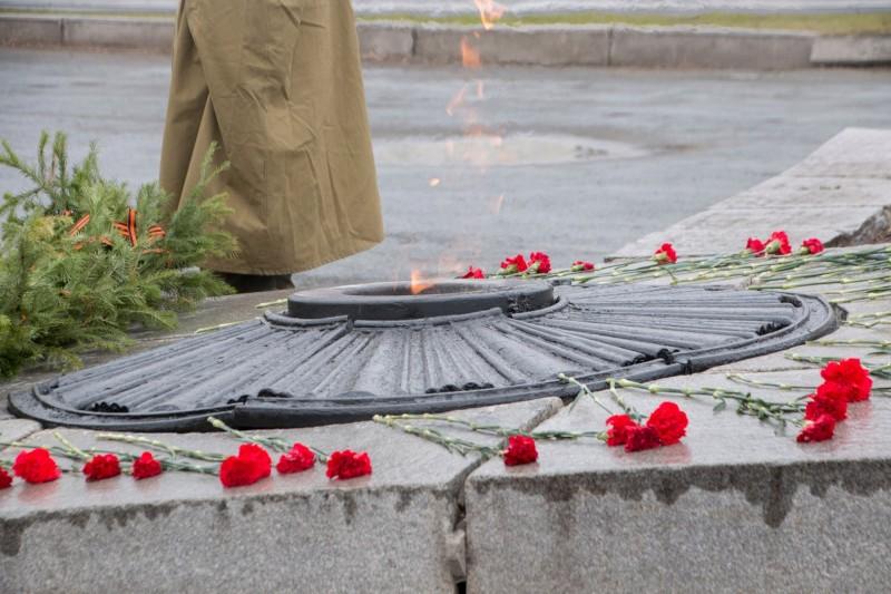 Вечный огонь на Площади коммунаров.jpg