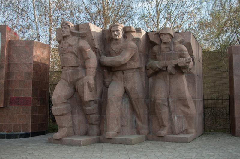 Мемориал на Площади субботников.jpg