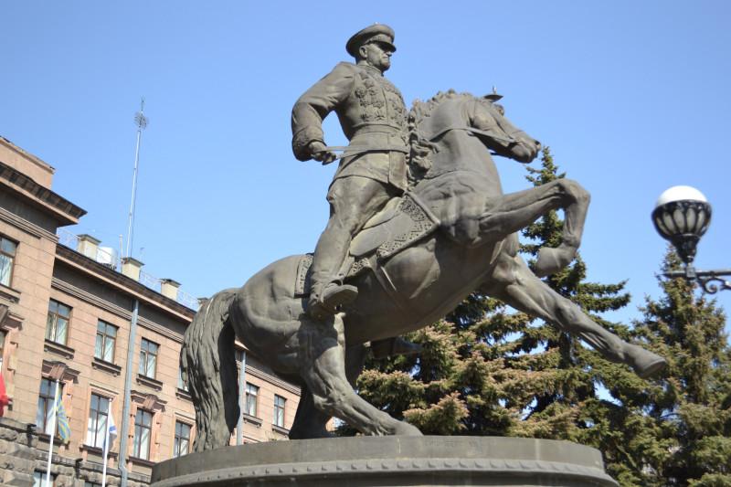 Памятник Жукову в Екатеринбурге.JPG