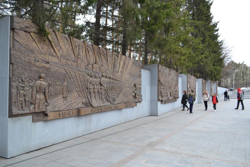 Рельефы на Широкореченском мемориале.JPG