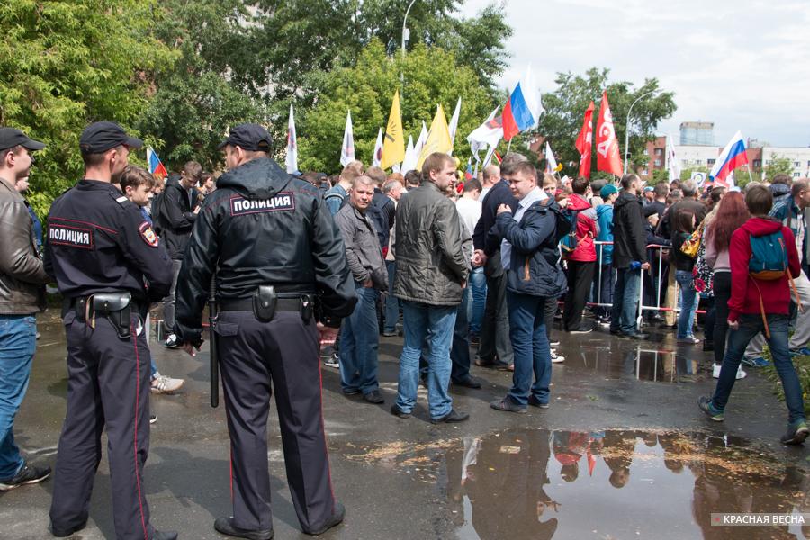 Толпа в Екатеринбурге.jpg