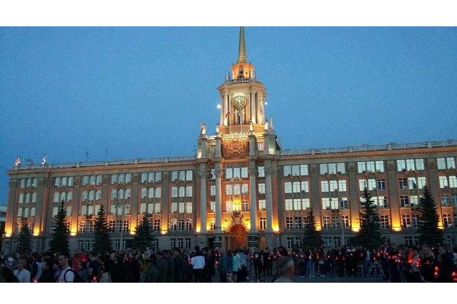 В Екатеринбурге прошла акция Свеча памяти.jpg