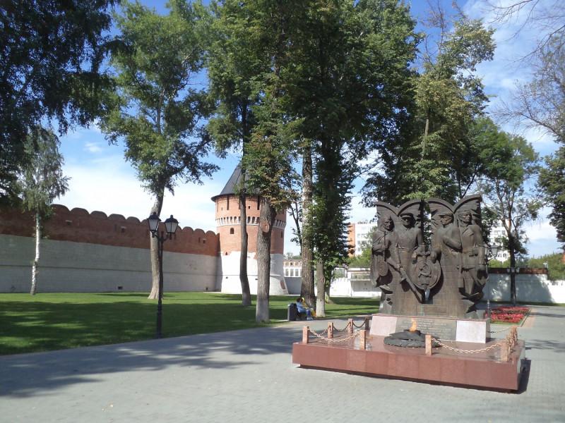 17_Тула_Памятник участникам героической обороны города.JPG