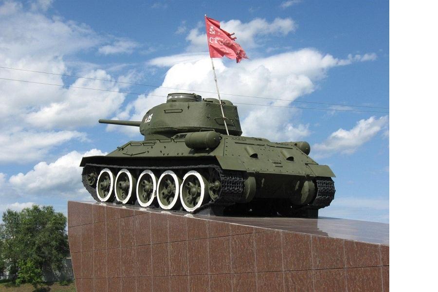 Знамя победы на танке в Кургане.jpg