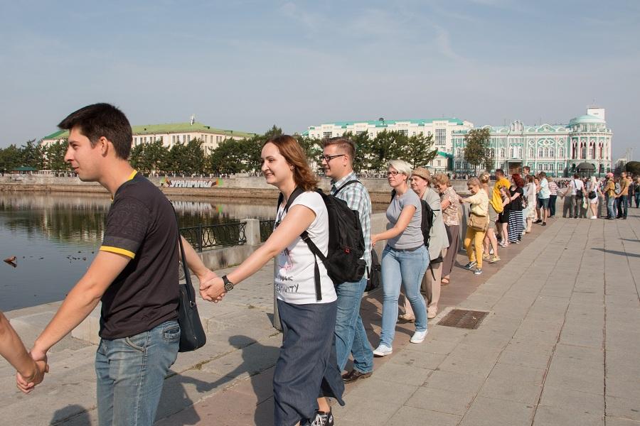 Акция Обними пруд в Екатеринбурге.jpg