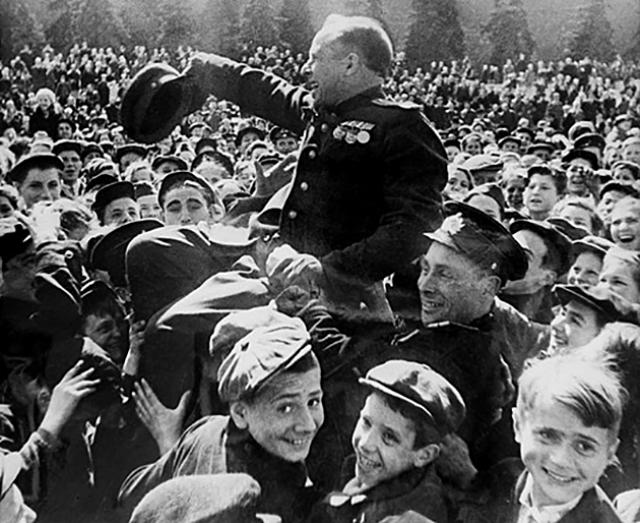 Москва 1945.jpg