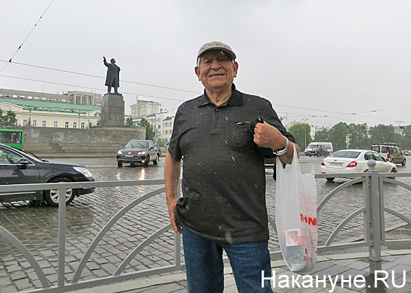Иностранцы и Ленин 02.jpg