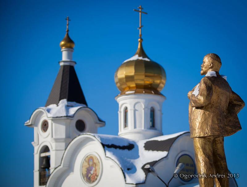 Храм и Ленин.jpg