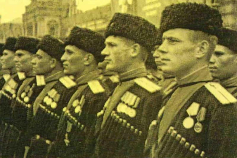Казаки на параде 1945 год.jpg