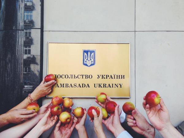 Гуманитарные яблоки
