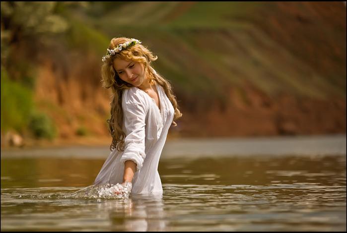 Девушка река