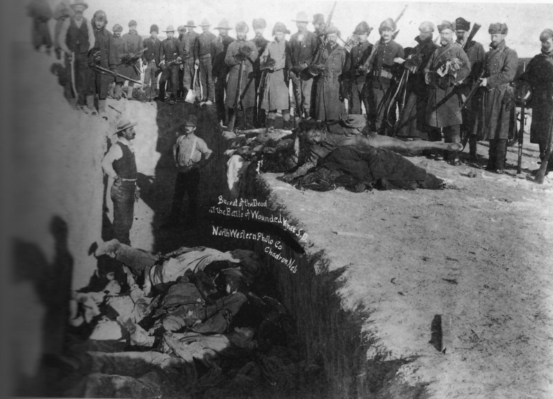 Burial of the dead after the massacre of Wounded Knee. South Dakota 1891