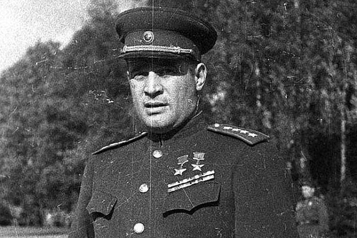 Генерал Черняховский дважды Герой Советского Союза.jpg
