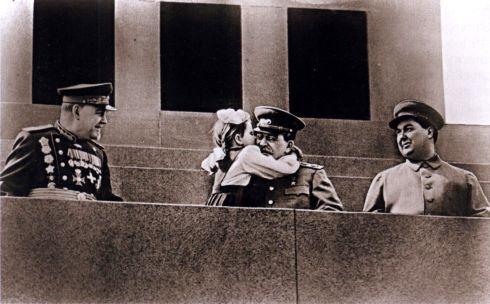 Сталин с девочкой 2.jpg