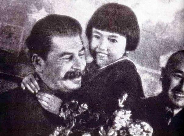Сталин с девочкой.jpg