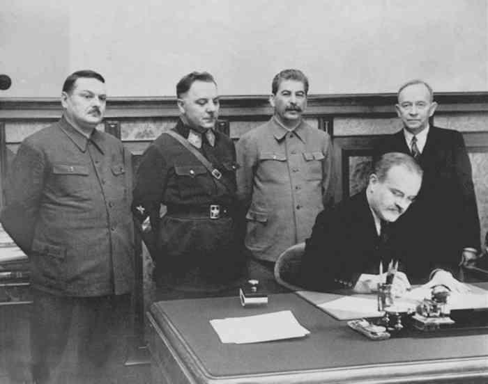 Молотов Куссинен 2 декабря 1939 года.jpeg
