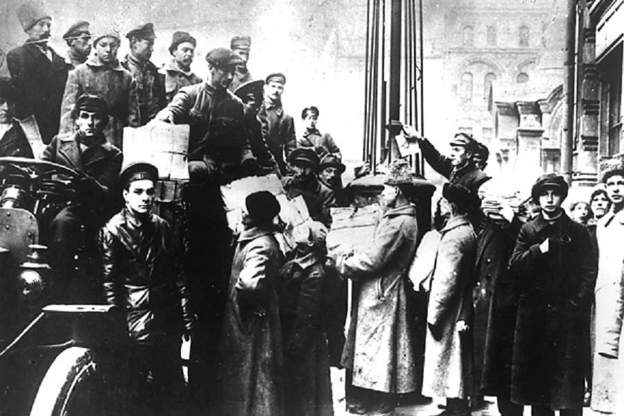 Почему большевикам удалось взять власть в свои