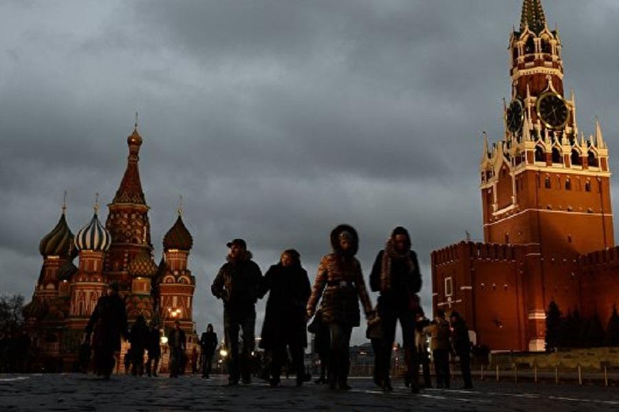Люди на Красной площади.jpg
