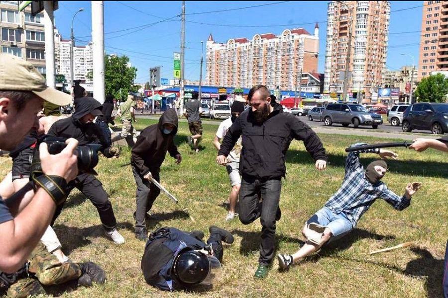 Киев неонацисты полиция ЛГБТ.jpg