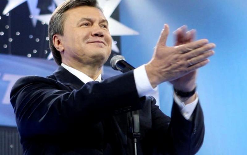 Янукович хлопает.jpg
